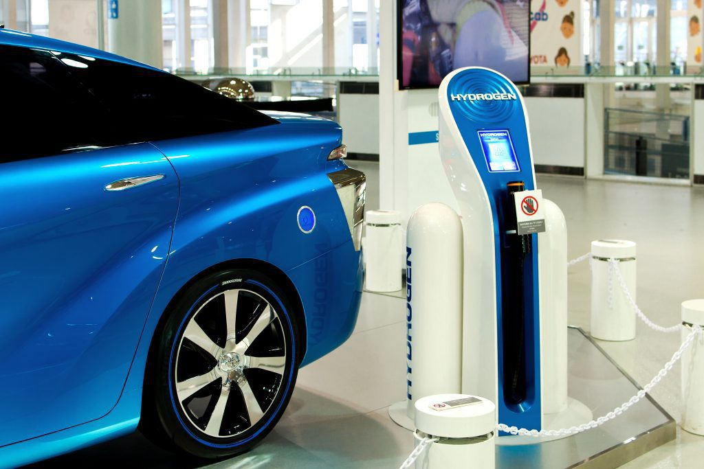 Hydrogen fuel car with fueling station